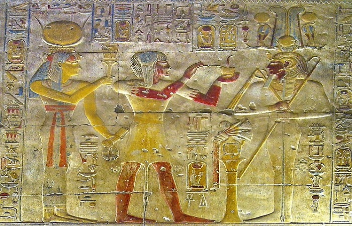 Kings giving offerings for many gods in Abydos temple